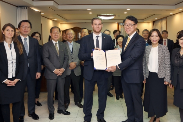 Foreign Language Newspapers Association head Ryu appointed honorary Hungarian consul to Korea