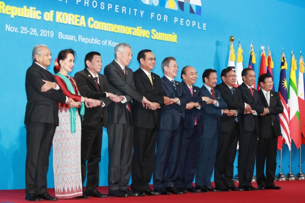 [ASEAN-Korea Summit] Korea, ASEAN adopt vision for 'peace, prosperity and partnership'