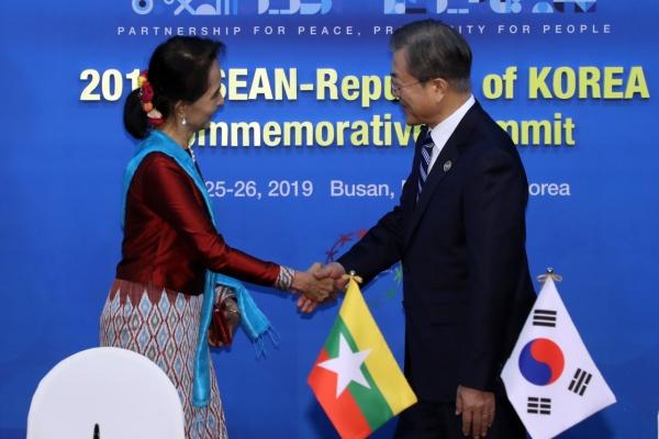 Leaders of S. Korea, Myanmar hold talks on bilateral ties