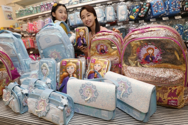 [Photo News] Emart to sell 'Frozen 2' Smiggle items