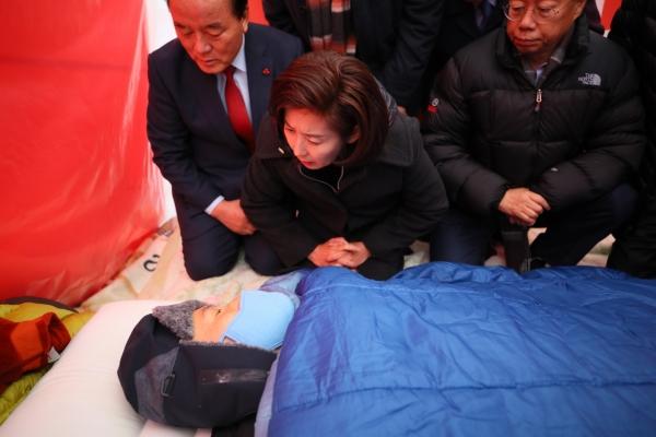 Opposition leader declares end to hunger strike