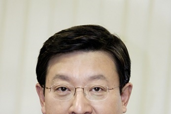 GS Group chairman retires, passes baton to younger brother