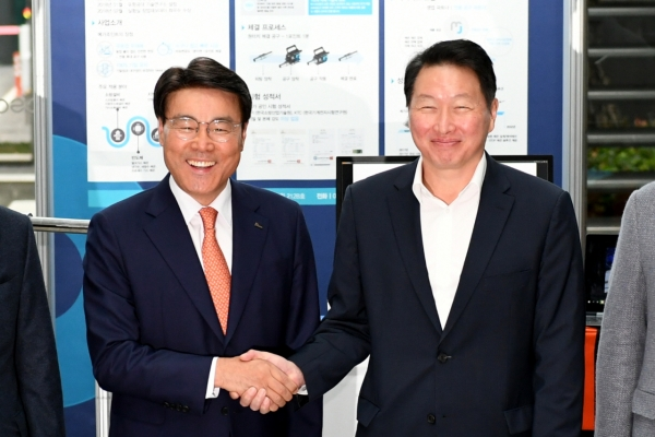 Heads of Posco, SK say CSR new business opportunity