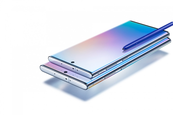 Samsung marches ahead of rivals with 71% smartphone market share