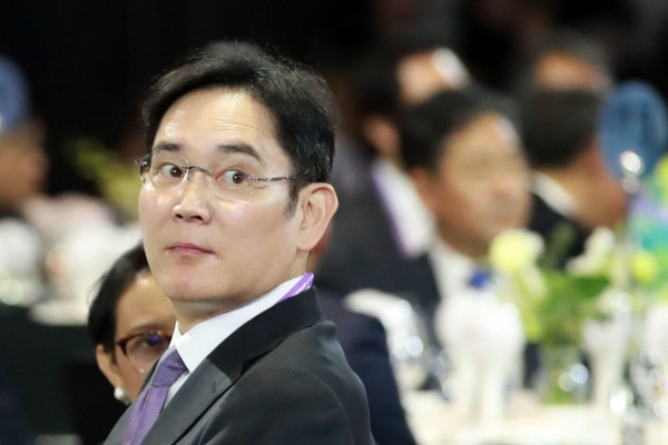 Samsung chief faces pivotal stage in bribery trial