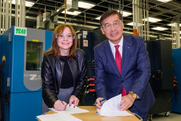 [News Focus] LG Chem, GM deal ups ante in EV battery competition