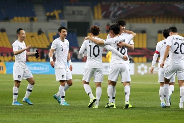 S. Korea beat Hong Kong 2-0 to start men's E. Asian football tournament