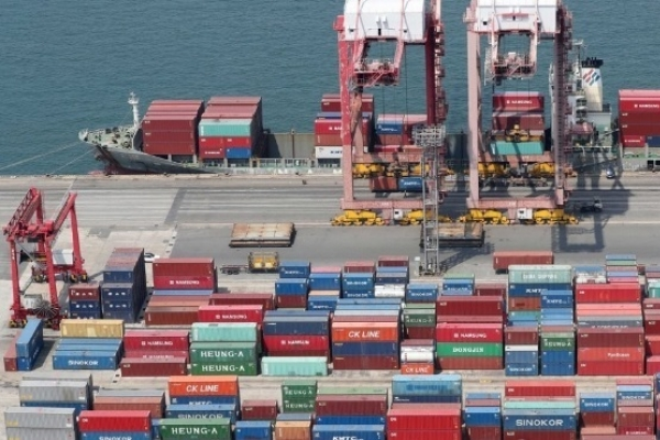 Japan sees exports to Korea fall, but Korean firms unaffected