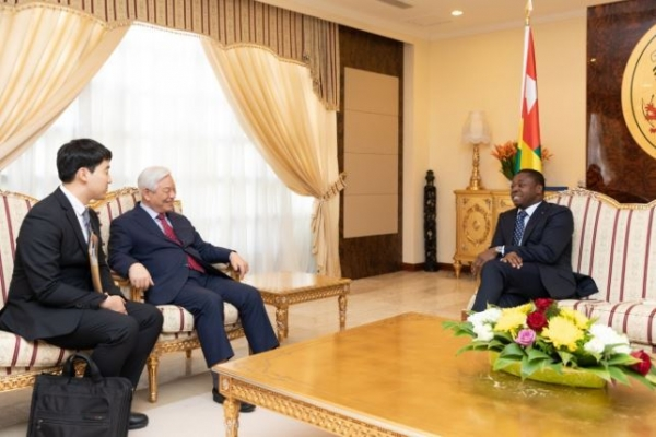 Togolese President, IYF founder discuss 'mind' education