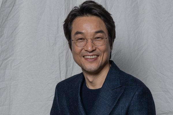 [Herald Interview] Han Suk-kyu discusses finding the man within the great monarch