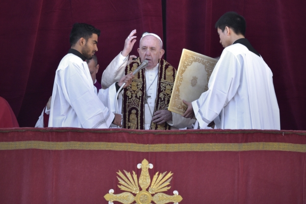Pope's Christmas message appeals for peace in global flashpoints