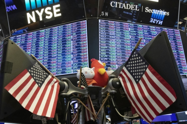 US stocks finish 1st session of 2020 at records