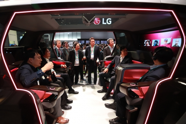[CES 2020] Korean electronics giants pack technology into cars
