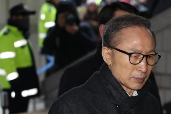 [Newsmaker] Prosecutors seek 23-year prison term for ex-President Lee