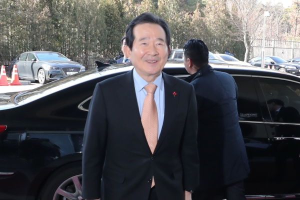 Moon to hold 1st weekly meeting with new prime minister