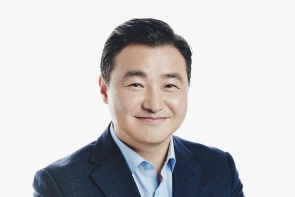 Samsung taps new smartphone biz head, seeks stability