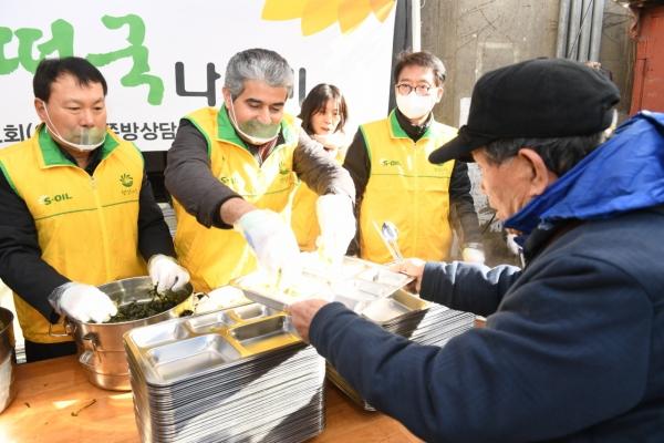 [Photo News] Sharing warmth