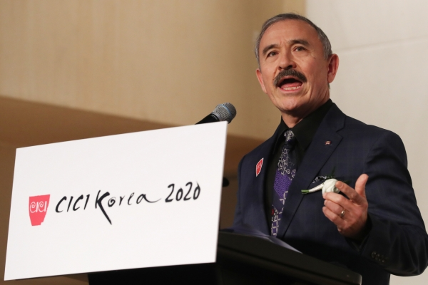[Newsmaker] US envoy say it's his mustache; South Koreans say otherwise