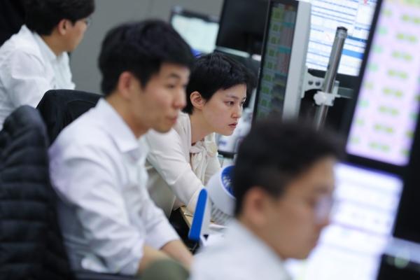 Duty-free shares suffer decline amid new coronavirus fear
