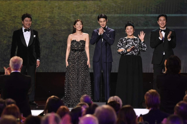 'Parasite' team beefs up last-minute Oscar campaign