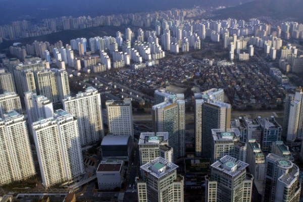 [News Focus] Boon or bane: How will real estate curbs play at the ballot box?