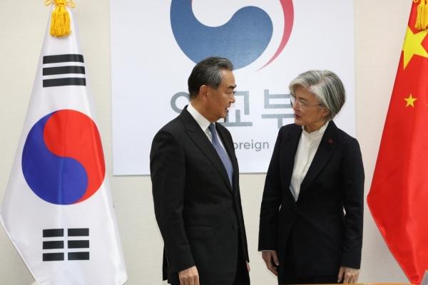 Top diplomats of S. Korea, China discuss response to coronavirus