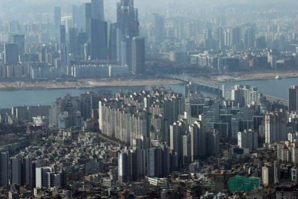 IMF chief sees 'mild' virus impact on global economy