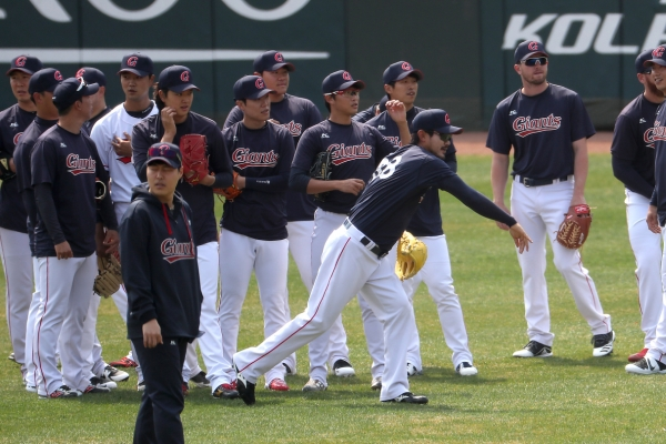 KBO team cancels practice after player reports fever