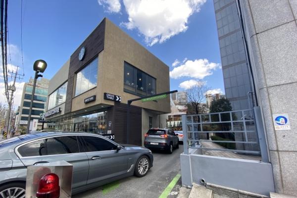 High-end restaurants opt for drive-thru service