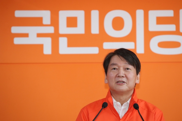 Ahn urges parties to return campaign subsidies