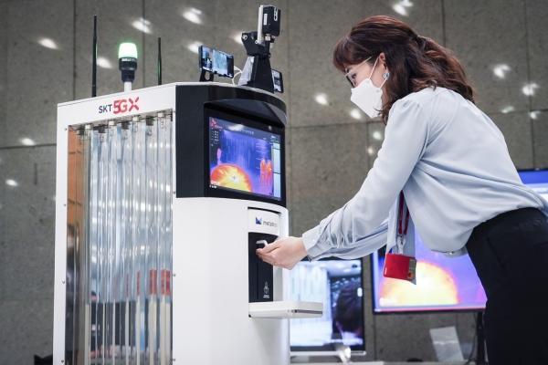 [Photo News] Virus fighting robot