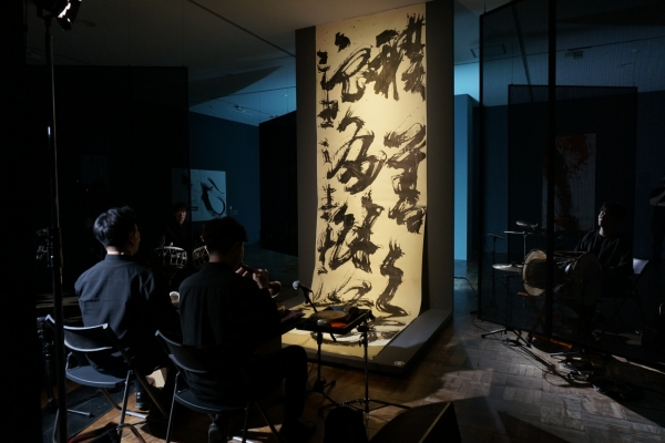 Gugak performed against backdrop of Korean calligraphy show