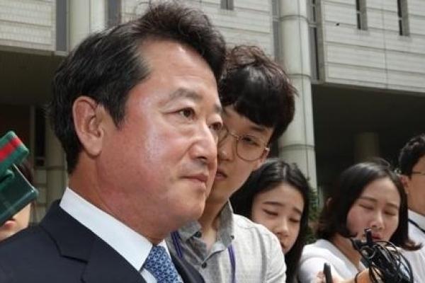 Prosecutors seek arrest warrant for ex-Kolon chief over drug development scandal