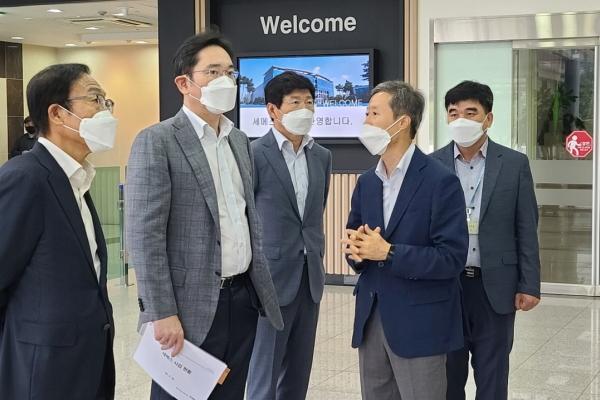 Samsung heir extends attention to equipment business