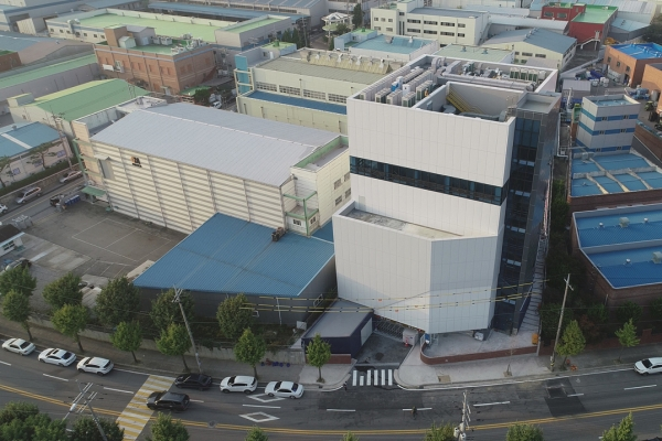 Merck starts next-gen semiconductor materials center in Korea