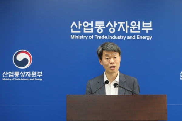 Seoul still open for talks over trade row with Tokyo