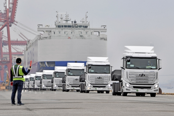 Hyundai Motor to mass-produce hydrogen-powered electric trucks