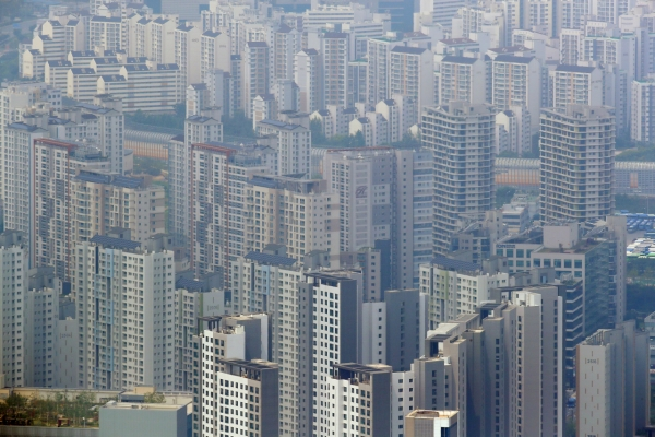 [News Focus] Government, ruling party scramble to control real estate market