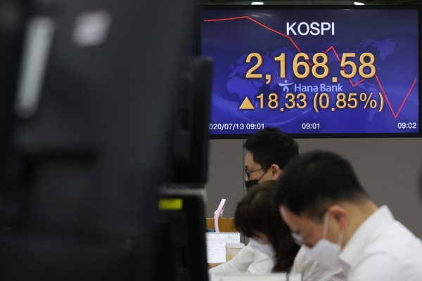 Seoul stocks open higher on stimulus hopes