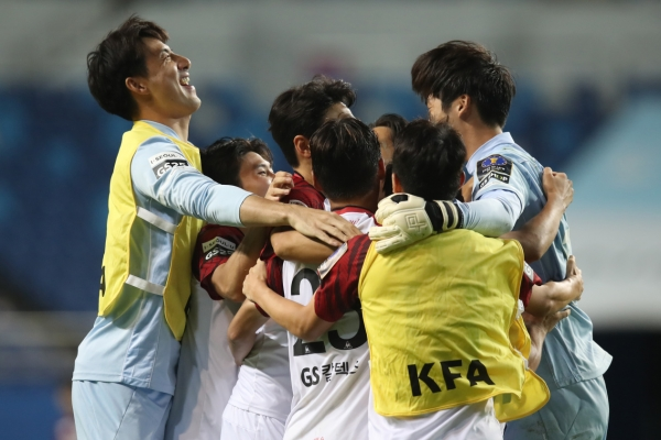 No upsets as big league clubs advance in nat'l football tournament