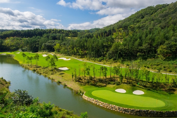 Doosan sells golf club for 1st bailout payback