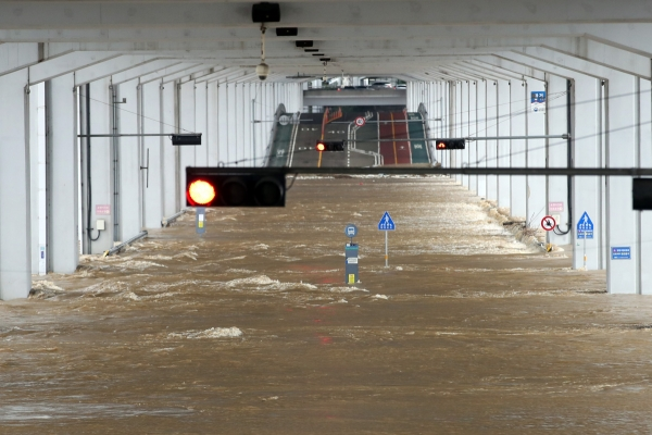 Global warming likely triggered S. Korea's heavy rainfall: experts