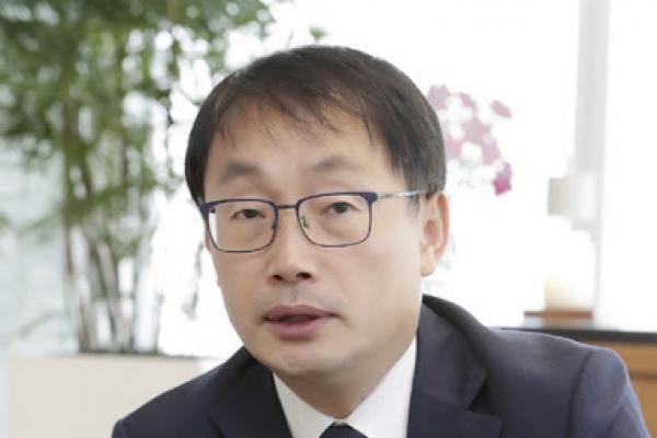 KT CEO urges transformation into platform company