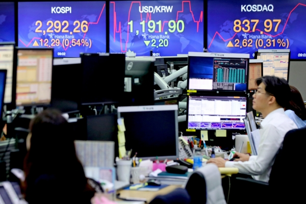 Seoul stocks open higher on progress in US stimulus moves