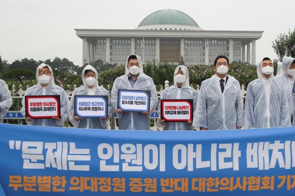 Govt. warns of stern actions against doctors' planned strike
