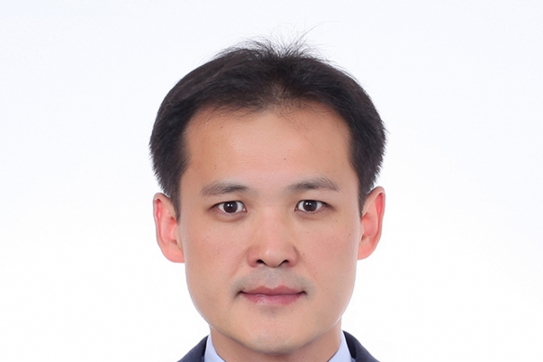 Moon names new Cheong Wa Dae secretary for personnel affairs