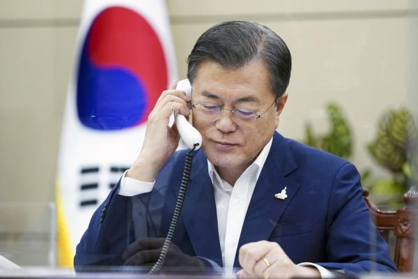In phone talks with Moon, Putin says Russia set to cooperate on Korea peace: Cheong Wa Dae
