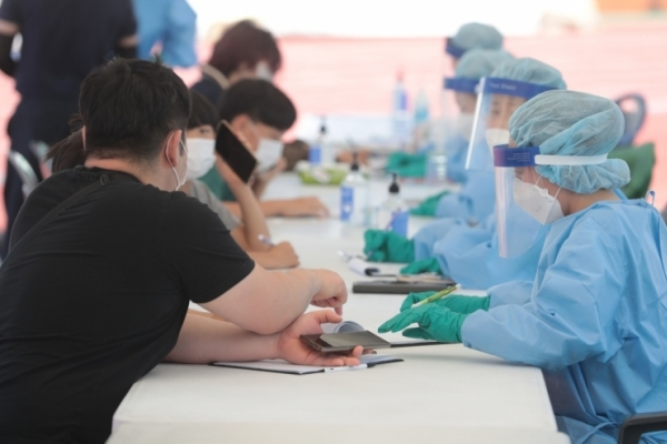 Virus cases under control in Jeju despite influx during extended holidays