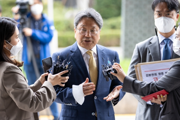 Former presidential aide files defamation suit, denies bribery accusation
