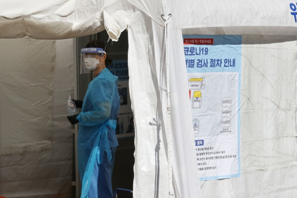 S. Korea daily COVID-19 cases inch back up to 102